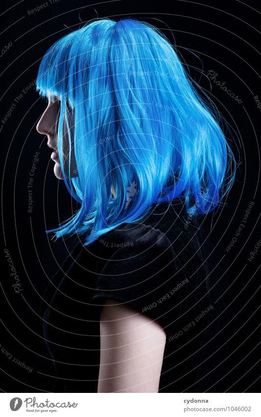 Blue Profilbild Mensch Jugendliche blau schön Farbe Junge Frau ruhig Erotik 18-30 Jahre Erwachsene Leben Gefühle feminin Stil Haare & Frisuren träumen
