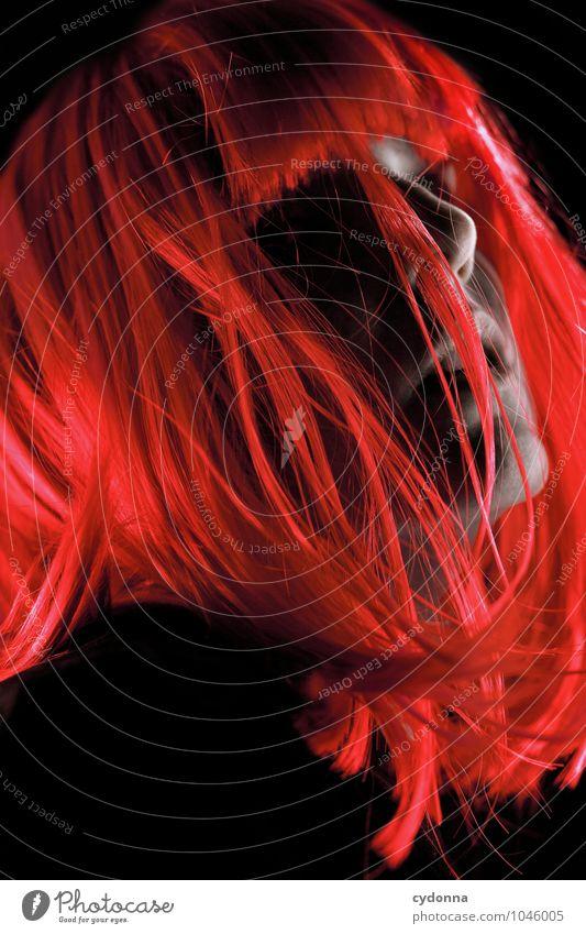 Red Lifestyle Stil exotisch schön Nachtleben Party Karneval Mensch Junge Frau Jugendliche Gesicht 18-30 Jahre Erwachsene Haare & Frisuren langhaarig Perücke