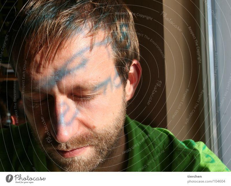 gezeichnet Licht Mann Reflexion & Spiegelung Bart Lippen Buchstaben Fenster ruhig schlafen Erholung schön Schriftzeichen Schatten Haare & Frisuren Ohr Gesicht