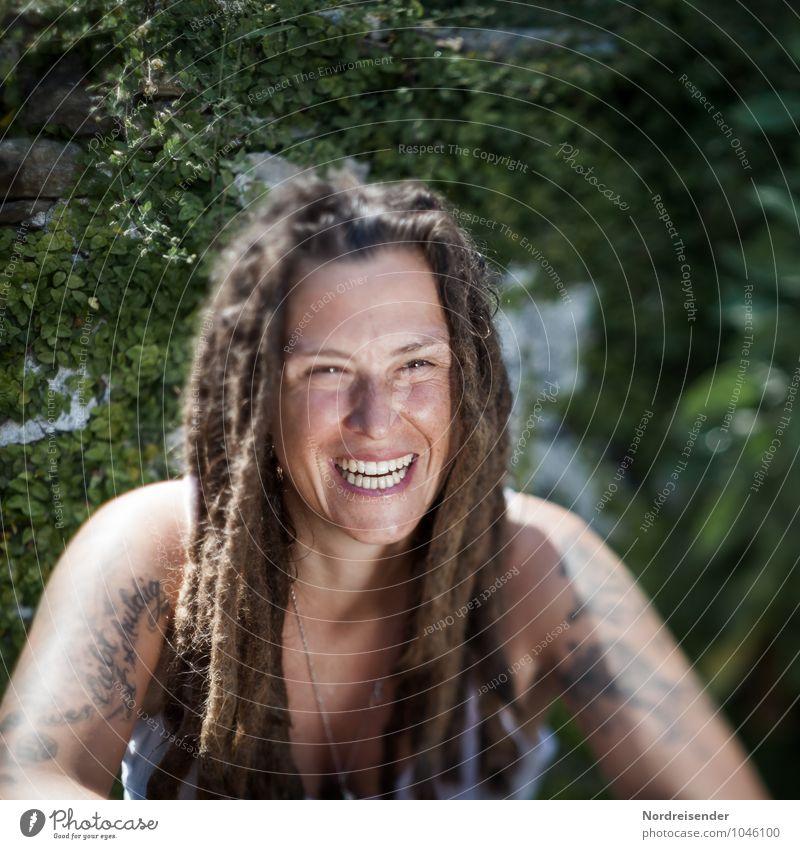 Kerstin Mensch Frau Jugendliche Junge Frau Freude Erwachsene Leben feminin Glück Haare & Frisuren lachen Garten Lifestyle modern authentisch Fröhlichkeit
