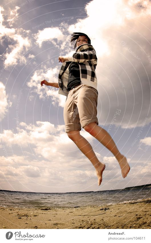 Grüß mir die Sonne! Frau Wasser Sonne Sommer Freude Strand Ferien & Urlaub & Reisen Wolken springen Freiheit Fuß See Wärme Sand Küste Gesundheit