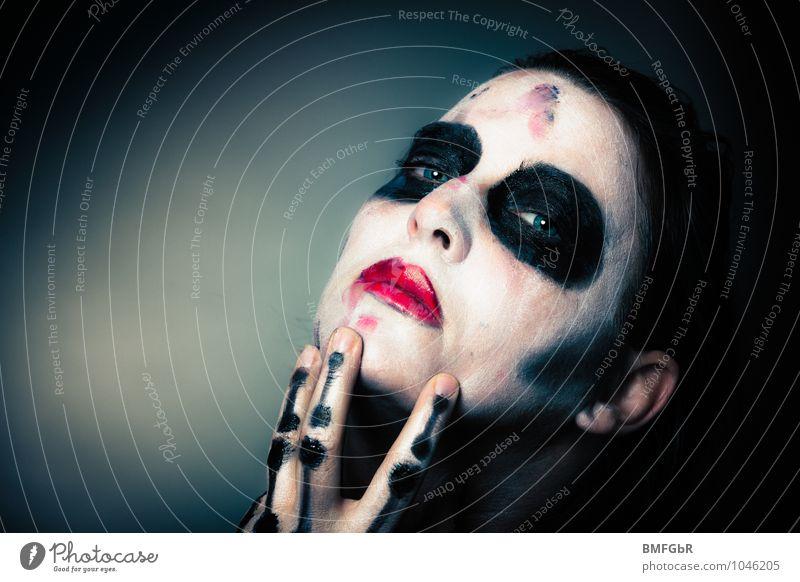 Schmutziger Tod Schminke Halloween Frau Erwachsene Gesicht Auge Hand Finger 1 Mensch gruselig Gefühle Laster Macht Leidenschaft Erotik Begierde Lust Sex