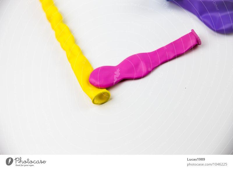 Ballon Ballone Luftballon blasen Blase gelb violett rosa weiß Gummi luftleer Farbfoto mehrfarbig Innenaufnahme Studioaufnahme Menschenleer Textfreiraum links