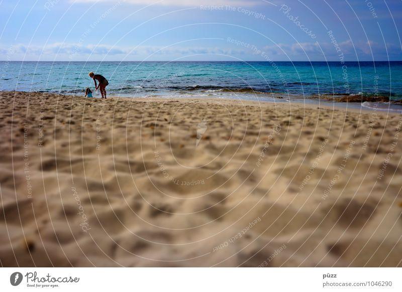 Beach Mensch Frau Kind Ferien & Urlaub & Reisen Jugendliche blau Sommer Sonne Junge Frau Meer Mädchen Strand Ferne Erwachsene feminin Küste