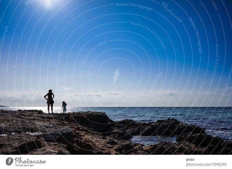 Summertime Mensch Frau Kind Natur Ferien & Urlaub & Reisen Jugendliche blau Sommer Sonne Junge Frau Erholung Meer Strand schwarz Erwachsene feminin