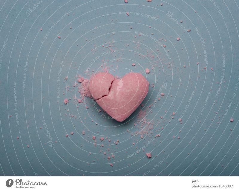 heartbroken Einsamkeit Traurigkeit Liebe rosa Herz Vergänglichkeit kaputt süß Hoffnung Sehnsucht Süßwaren Teilung Schmerz Gewalt Verzweiflung trashig