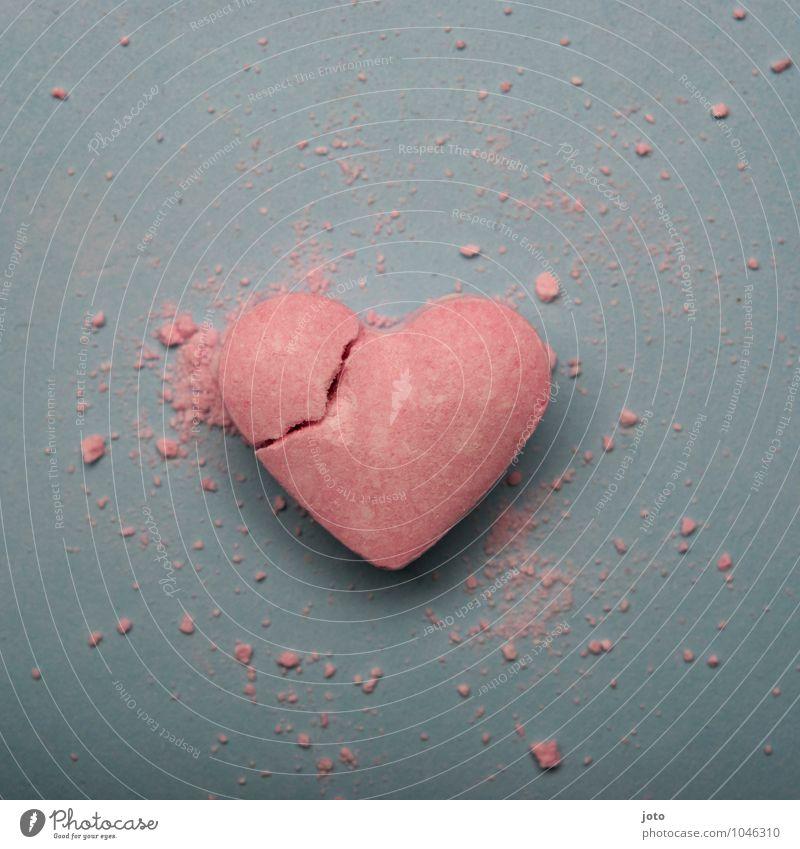 entzwei II Einsamkeit Liebe rosa Herz Vergänglichkeit kaputt süß Hoffnung Sehnsucht Süßwaren Teilung Schmerz Gewalt Verzweiflung trashig gebrochen