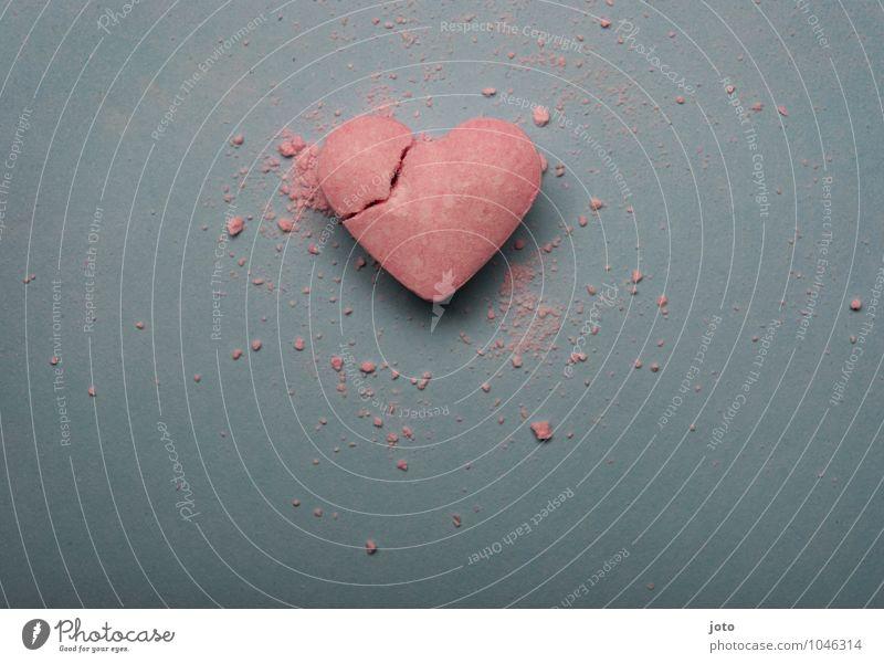 heartbroken II Süßwaren Valentinstag Herz kaputt süß trashig rosa Hoffnung Liebeskummer Schmerz Sehnsucht Enttäuschung Einsamkeit Verzweiflung Eifersucht