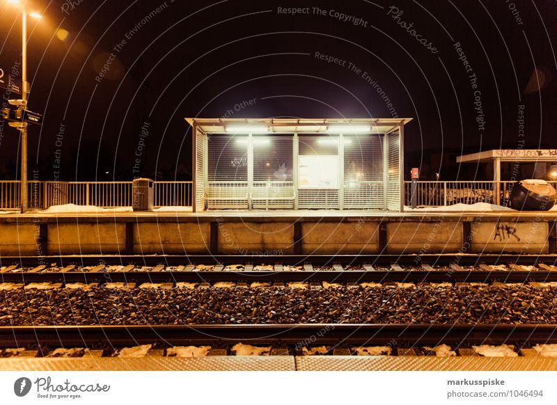 s - bahn Stadt Menschenleer Verkehr Verkehrsmittel Verkehrswege Öffentlicher Personennahverkehr Berufsverkehr Bahnfahren Schienenverkehr Eisenbahn Personenzug