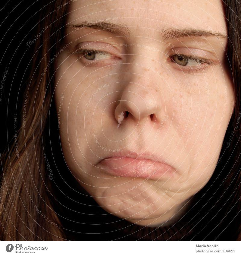 """""""Mein Hamster ist gestorben"""" Trauer Verzweiflung Frau tragisch Gesichtsausdruck Jugendliche Traurigkeit unbehagen Schmerz schmerlich Mund Auge"""