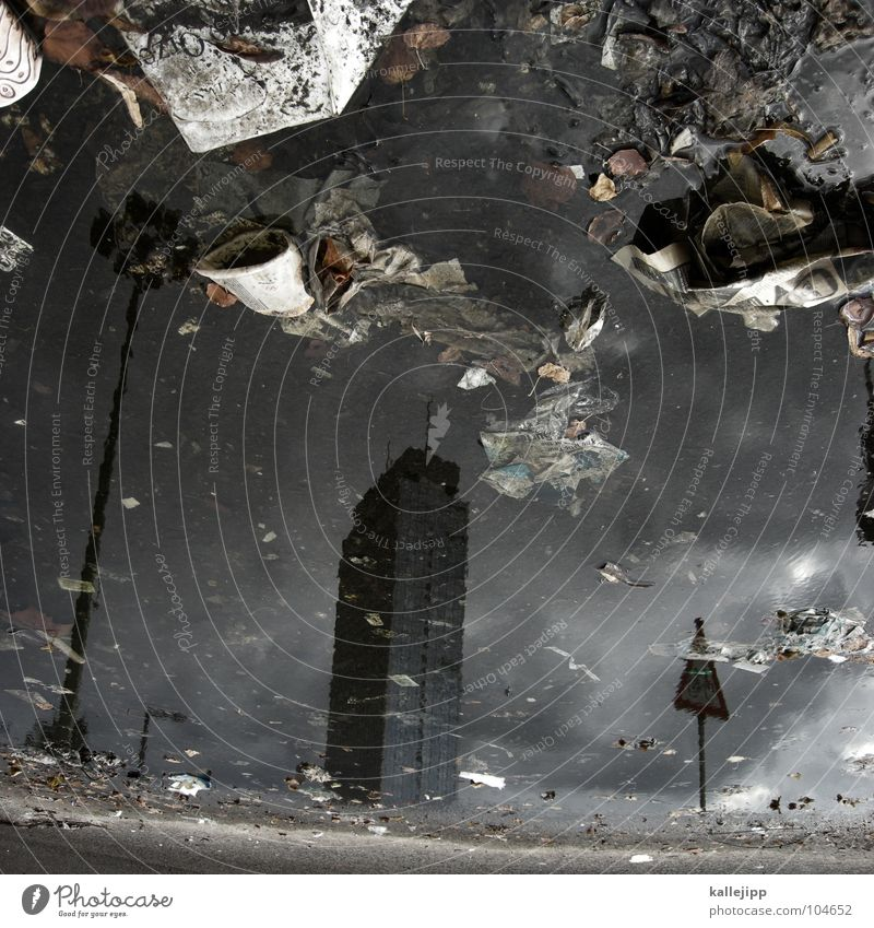 frau schröder (Teil 3) (danke jealous sky) Pfütze Alexanderplatz Hochhaus Müll Umwelt Beton aufräumen Umweltverschmutzung Stadt Müllhalde Laterne Baustelle