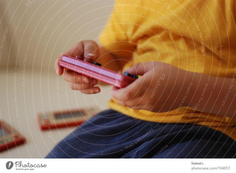 Game Boy Spieler Computerspiel Spielen Gameboy old-school Spielkonsole Medienrummel aufregend Niveau Bestenliste kultig Steuerelemente Game over Ego-Shooter