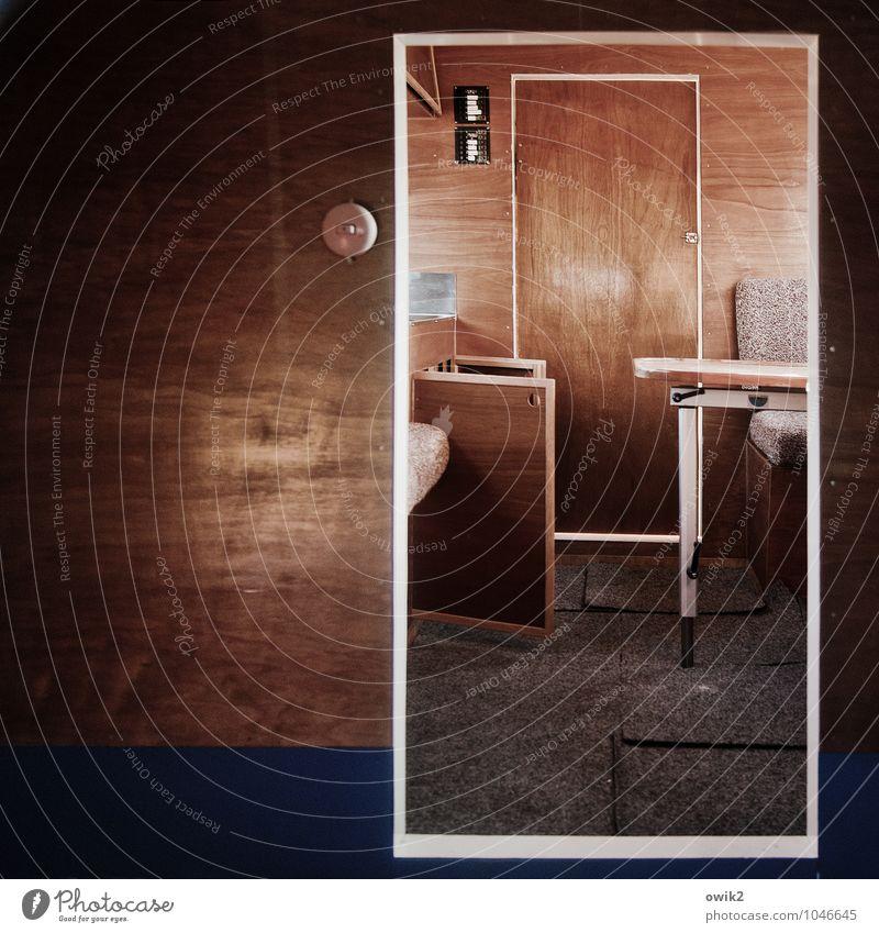 Hurtigruten Innenarchitektur Holz Raum Tür Ordnung trist offen leer Armut einfach eckig stagnierend Holzwand bescheiden Billig sparsam