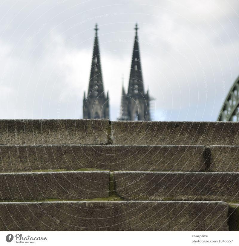 Home is where the Dom is. Ferien & Urlaub & Reisen Tourismus Städtereise Haus Stadtzentrum Altstadt bevölkert Kirche Brücke Bauwerk Gebäude Architektur Mauer