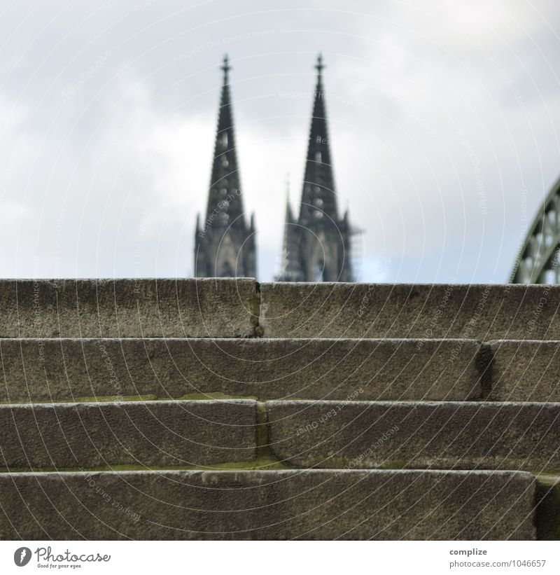 Home is where the Dom is. Ferien & Urlaub & Reisen Haus Wand Architektur Gebäude Mauer Religion & Glaube Treppe Tourismus Kirche Brücke Bauwerk Glaube Denkmal Wahrzeichen Stadtzentrum