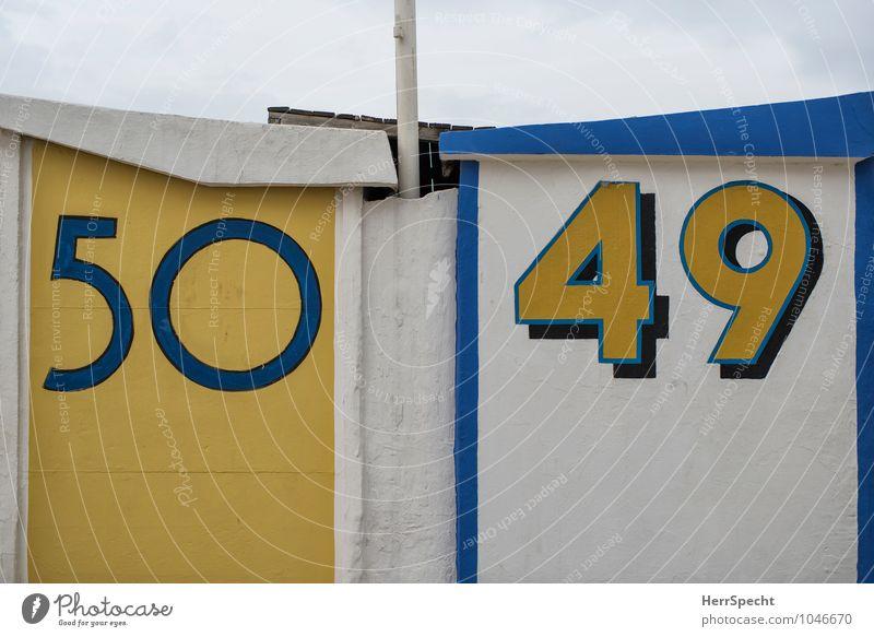 Nachbarn Ferien & Urlaub & Reisen Sommerurlaub Strand Hütte Mauer Wand Ziffern & Zahlen maritim Sauberkeit blau gelb weiß Strandhaus Strandanlage Badehaus