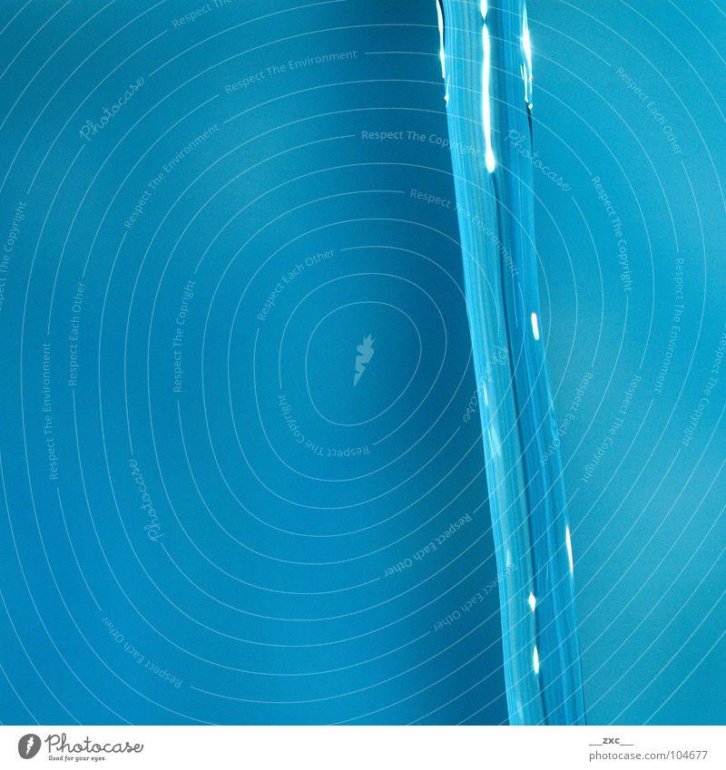 la_sas_03 Wasser blau dunkel Glas Wassertropfen Elektrizität Punkt