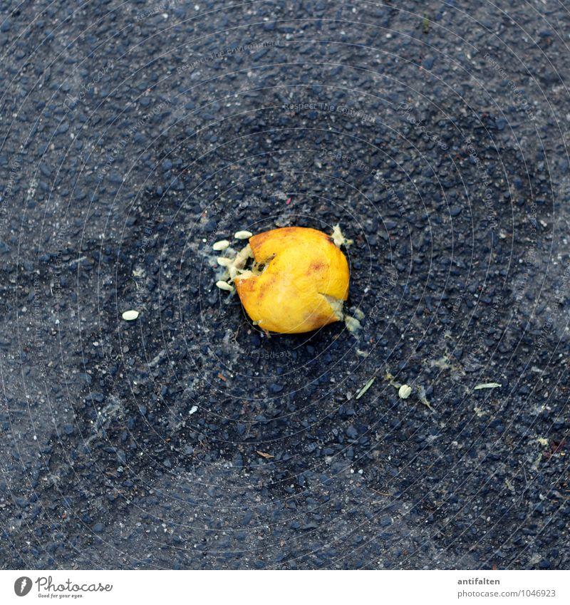 Vitaminbombe gelb Essen grau Frucht Ernährung ästhetisch fallen Asphalt Bioprodukte Wut Altstadt Vegetarische Ernährung Diät Kerne Fasten Zitrone