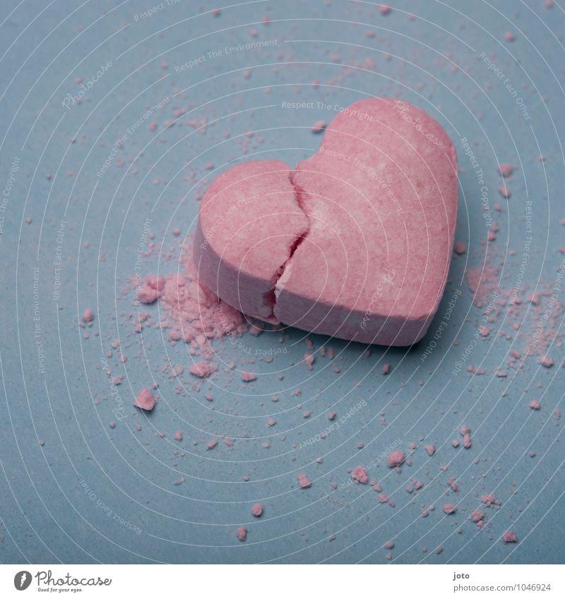entzwei Einsamkeit Liebe rosa Herz Vergänglichkeit kaputt süß Hoffnung Sehnsucht Süßwaren Teilung Schmerz Gewalt Verzweiflung trashig gebrochen