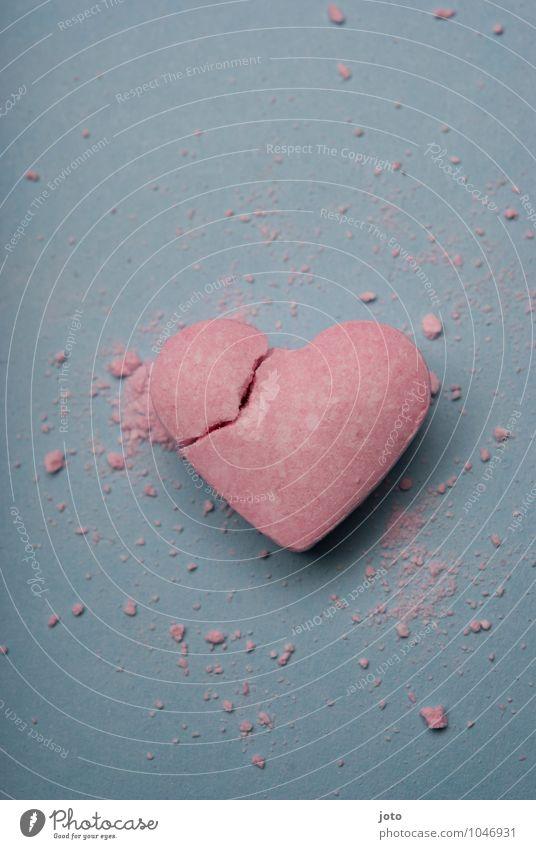 crushed Einsamkeit Liebe rosa Herz Vergänglichkeit kaputt süß Hoffnung Sehnsucht Süßwaren Teilung Schmerz Gewalt Verzweiflung trashig gebrochen