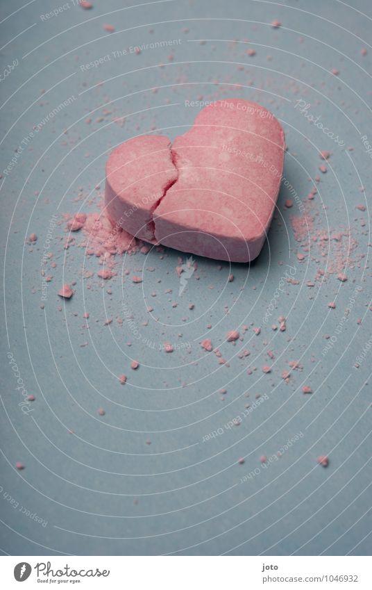 smashed Einsamkeit Traurigkeit Liebe rosa Herz Vergänglichkeit süß kaputt Hoffnung Sehnsucht Süßwaren Teilung Schmerz Gewalt Verzweiflung trashig