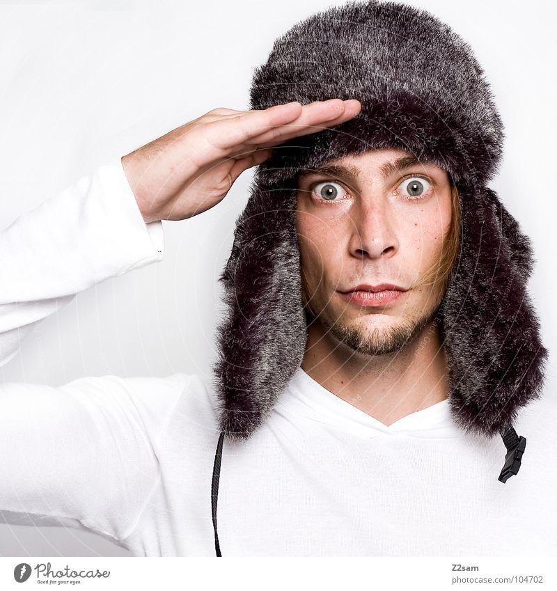 still gestanden Mann Hand weiß Winter Gesicht ruhig kalt Arme maskulin Porträt Ohr Fell Mütze Russland gehorsam Armee