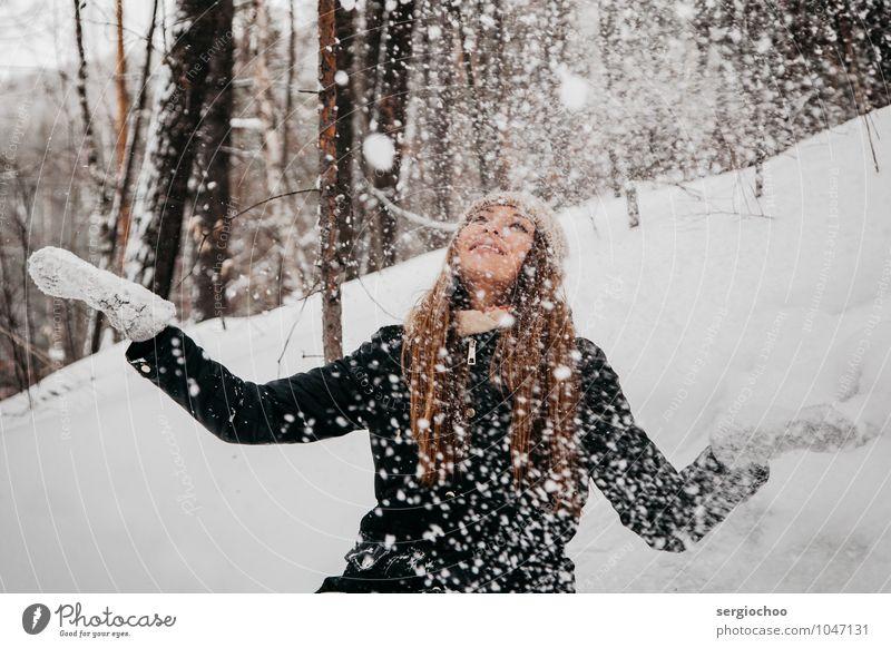 Mensch Kind Natur Ferien & Urlaub & Reisen Jugendliche schön Junge Frau Freude 18-30 Jahre Winter Wald Erwachsene Berge u. Gebirge Schnee feminin