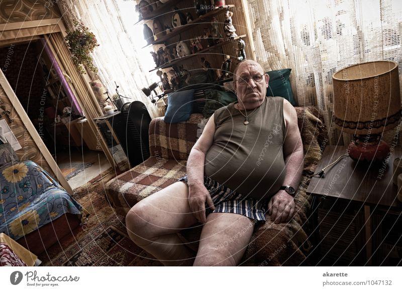 geht so Mensch Mann alt Leben Gefühle Senior Gesundheit Gesundheitswesen Stimmung Wohnung maskulin Raum Häusliches Leben sitzen 60 und älter kaputt