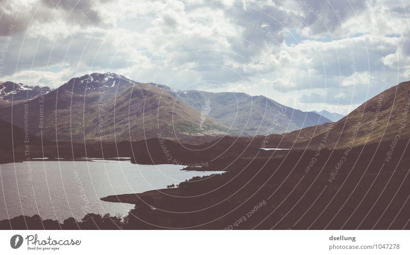 Licht und Schatten. Himmel Natur Sommer Erholung Landschaft ruhig Wolken Ferne Wald Umwelt Berge u. Gebirge Wiese See Felsen Feld wild