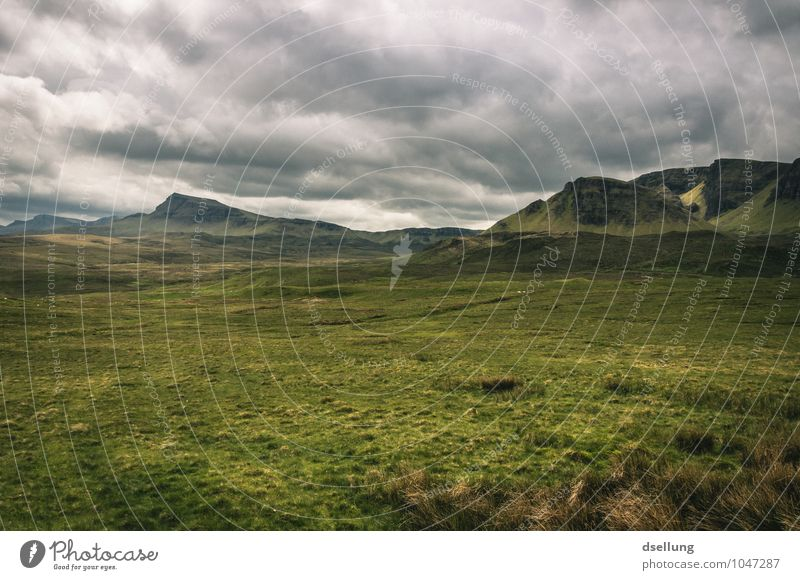 weite. Himmel Natur grün Sommer Einsamkeit Landschaft Wolken Ferne Umwelt Berge u. Gebirge Wiese grau Freiheit braun Felsen Horizont