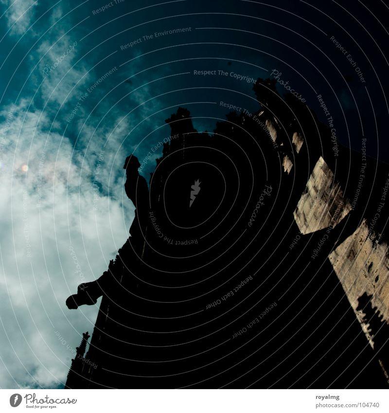 the dark ages blau schwarz Wolken Mauer Turm Burg oder Schloss historisch Dom Mittelalter