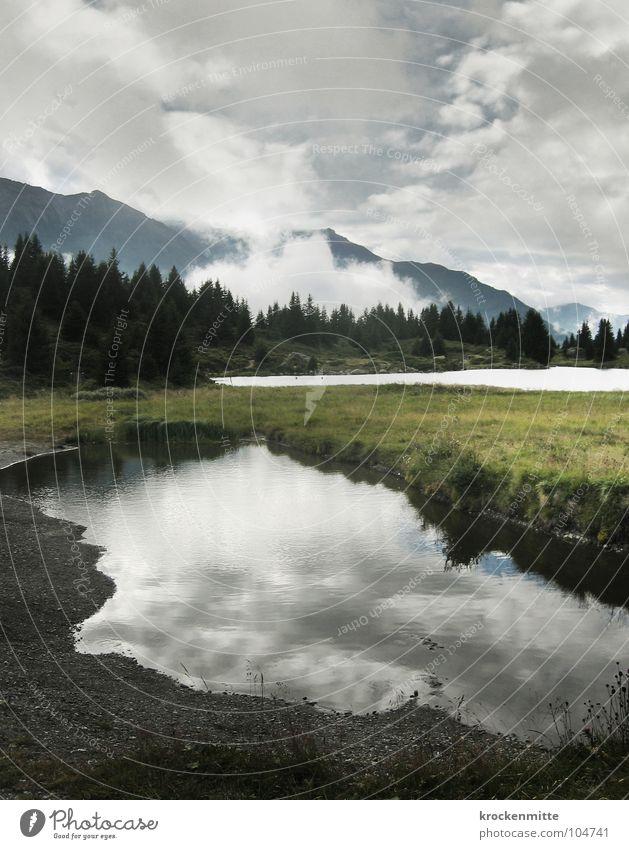 Kraftort II See Wolken Reflexion & Spiegelung Alp Flix Kanton Graubünden Schweiz Wald Tanne Nebel Gebirgssee Tourismus ruhig Unwetter Wetter schlechtes Wetter