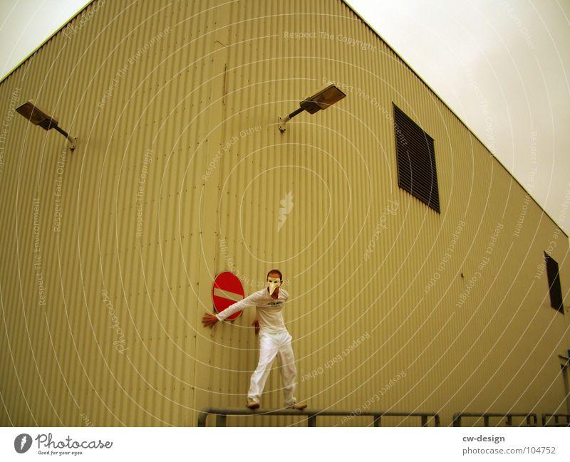 [b/w] The Love Mensch Mann alt weiß Freude Farbe Einsamkeit schwarz Haus Ferne Fenster dunkel Graffiti Wand Spielen Gefühle