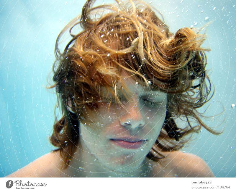 Unter Wasser. Jugendliche Wasser Unterwasseraufnahme Sommer Erholung Schwimmbad tauchen Schwimmen & Baden Typ genießen Luftblase Sommersprossen rothaarig