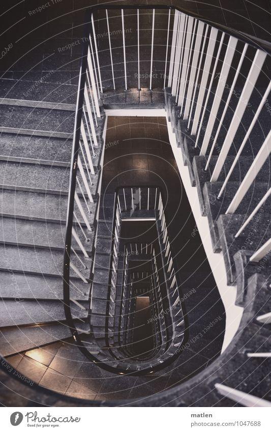 levels Menschenleer Haus Architektur Mauer Wand Treppe braun schwarz weiß Treppenhaus Treppengeländer Lichtschein Symmetrie Farbfoto Gedeckte Farben