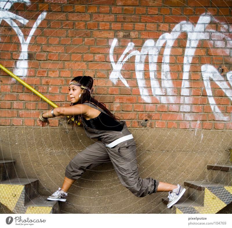 seitenwechsel Graf-Adolf-Platz Mauer überbrücken Seitenwechsel überspringen Wechseln Frau Fitness Spielen Treppe stairs Graffiti schleichen Loch Brücke bridge