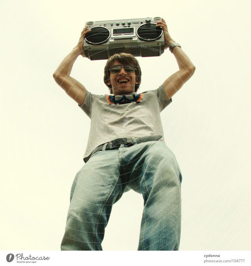 RADIO-AKTIV XVIII Mann Kerl Stil Musik Sonnenbrille Ghettoblaster hochhalten Party Froschperspektive Konzert Mensch Typ Coolness Radio Himmel session