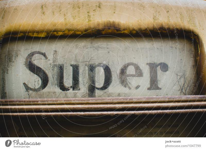 alte Technik mit Super setzt gehörig Rost an Zapfsäule Energiewirtschaft Typographie Sechziger Jahre Sammlerstück Metall kaputt retro authentisch Design