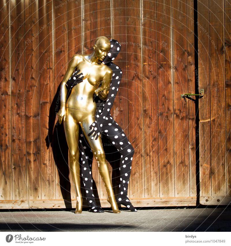 Fetisch Stil maskulin feminin androgyn Paar Körper 2 Mensch 18-30 Jahre Jugendliche Erwachsene Kunst Holztor Cat Suit Karnevalskostüm Schaufensterpuppe berühren