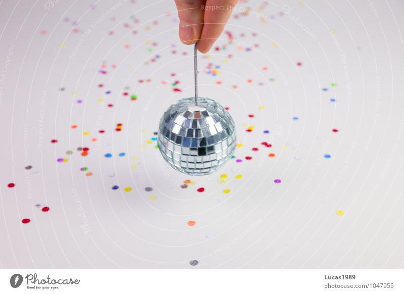 Disko Disko weiß Hand Freude Feste & Feiern Party Haut Tanzen Finger Veranstaltung Spiegel Karneval drehen Disco silber Konfetti Fingernagel