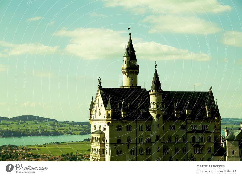 NEUSCHWANSTEIN schön Kunst Architektur Tourismus Turm Häusliches Leben Alpen fantastisch Burg oder Schloss Reichtum Schmuck Denkmal historisch Bayern Wahrzeichen
