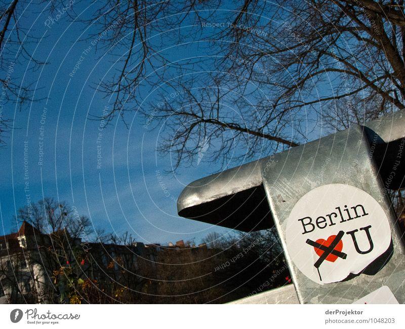 Ich hasse Berlin Ferien & Urlaub & Reisen Umwelt Graffiti Gefühle Park dreckig Schilder & Markierungen Tourismus Schriftzeichen Ausflug Schönes Wetter Zeichen
