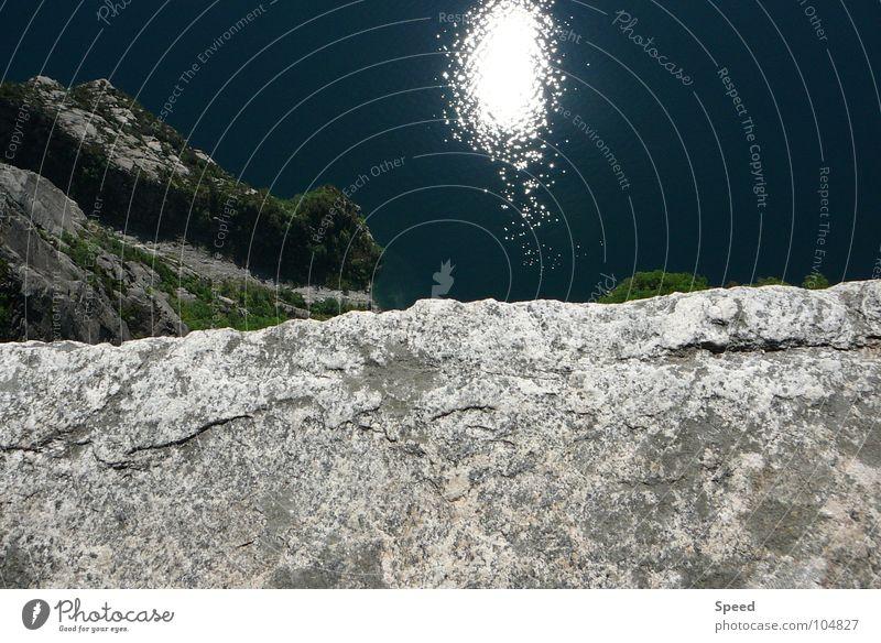 Der Abgrund blau Wasser Ferien & Urlaub & Reisen weiß grün Baum Sonne Sommer Erholung Berge u. Gebirge grau Stein Coolness Fußweg Riss Am Rand