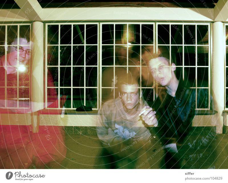Posers I Mensch grün rot schwarz Haus gelb Fenster Menschengruppe braun dreckig 3 Bodenbelag Rauchen Rauschmittel beige Dummkopf