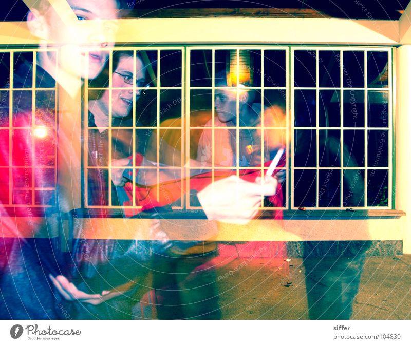 Posers II rot grün schwarz gelb Juli dunkel Nacht Licht weiß Rauchen Körperhaltung Fenster Tunnel Bla Langzeitbelichtung Jugendliche max dark hell posers kuhl