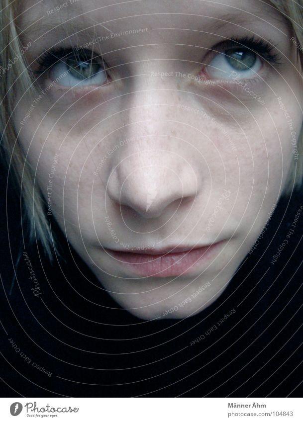 """""""Jetzt reicht's aber!"""" Frau blond Pullover schwarz genervt Langeweile Kommunizieren Gesicht Nase Auge Mund Haare & Frisuren Blick Augen verdrehen Verstand"""