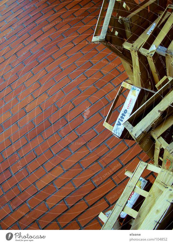 stapelkunst rot Haus Holz Gebäude braun Frucht verrückt Industrie Ladengeschäft Backstein brennen Teilung chaotisch Markt durcheinander Kiste