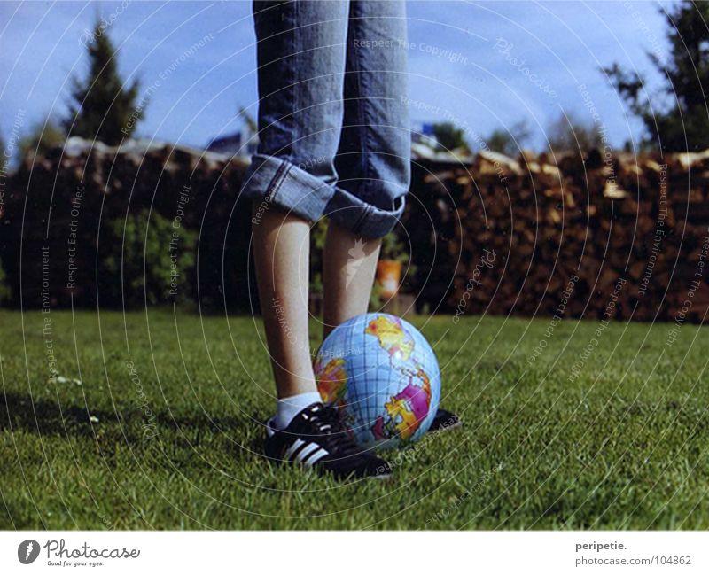 Comin' home. Sommer Freude Spielen Erde Ball analog Revue