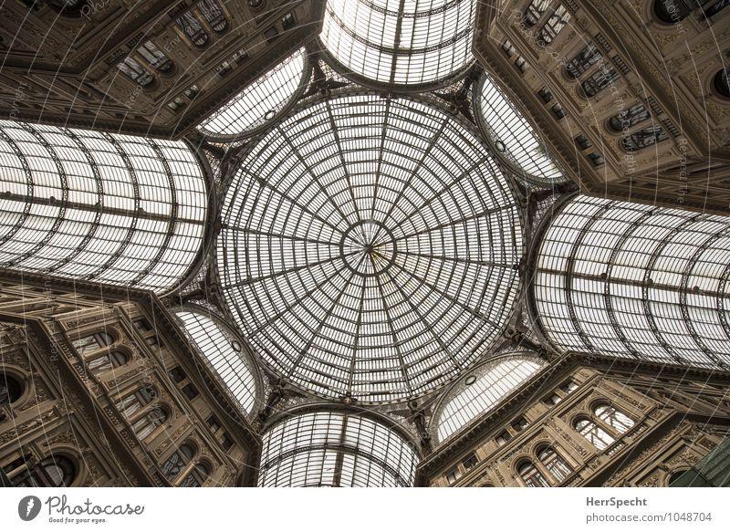 Galleria Umberto I alt schön Architektur Gebäude grau außergewöhnlich braun elegant Glas groß ästhetisch Dach Italien historisch Bauwerk Wahrzeichen