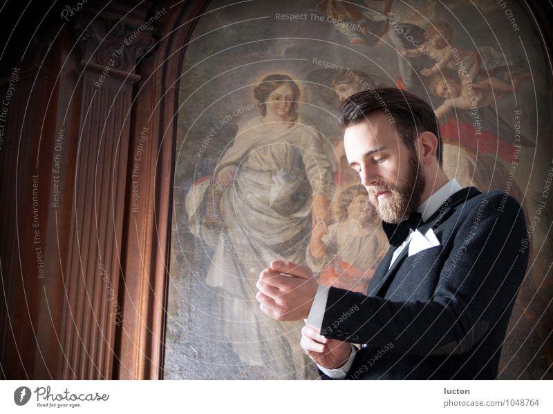 Before Feste & Feiern Hochzeit Mensch maskulin Junger Mann Jugendliche 1 18-30 Jahre Erwachsene Gemälde Fresken Kirche Gebäude Kapelle Säule Mode Hemd Anzug